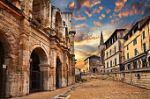 ФРАНЦИЯ – ПРОВАНС – по пътя на римляните и хубавото вино. За ценителите на различното...! Има жена за комбинация!